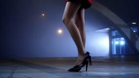 典雅的步行 股票视频