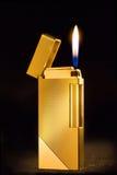 典雅的气体金黄打火机 库存图片
