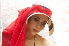 典雅的热佩带的妇女 免版税图库摄影