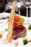 典雅的牛排被蒸的里脊肉蔬菜 库存照片