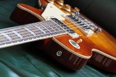 典雅的电吉他 免版税库存图片