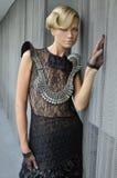 典雅的白肤金发的时装模特儿佩带的女装设计褂子 图库摄影