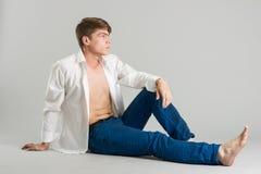 典雅的英俊的人年轻人 图库摄影