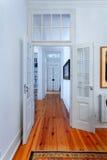 典雅的葡萄酒房子内部走廊 库存图片