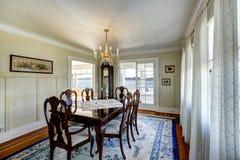 典雅的被雕刻的木餐桌集合 免版税库存照片