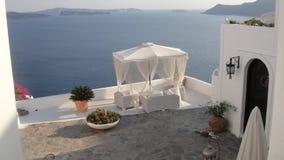典雅的露台伞,甲板,圣托里尼 免版税库存图片
