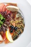 典雅的餐馆板材用鱼纤巧 库存照片