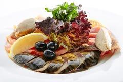 典雅的餐馆板材用鱼纤巧 免版税图库摄影