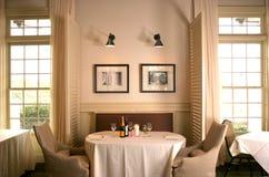 典雅的餐馆 免版税库存图片