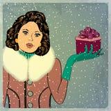 典雅的年轻和愉快的妇女在冬天,减速火箭的圣诞卡 免版税库存照片