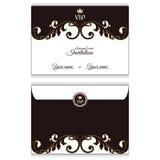 典雅的水平的VIP信封 它在与叶子装饰品的维多利亚女王时代的样式被执行 适用于邀请设计  免版税库存图片