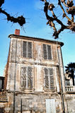 典雅的破旧的房子法国 免版税图库摄影