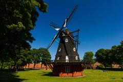 经典风车在北欧 免版税库存图片