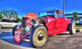 经典20世纪30年代美国旧车改装的高速马力汽车 库存照片