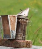 养蜂业吸烟者 免版税库存图片