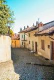 内伊韦城镇在Langhe 库存图片