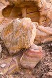 内华达火国家公园谷  色的砂岩石头和曲拱  免版税库存照片