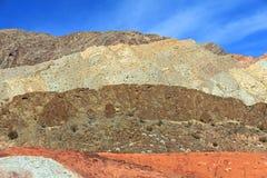 内华达的五颜六色的山 免版税库存图片