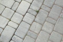 内在围场铺与装饰石头 石路面,被铺的长方形灰色块 石路面 库存图片