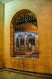 内在庭院格栅和曲拱  免版税库存照片