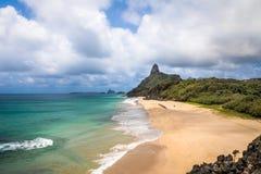 内在海Dentro 3月de Beaches和Morro鸟瞰图做Pico -费尔南多・迪诺罗尼亚群岛, Pernambuco,巴西 库存照片