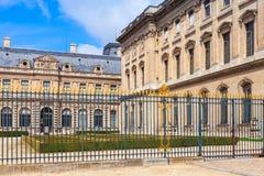 内在罗浮宫的庭院和外部,法国 库存图片