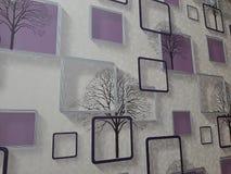 内墙的紫色白色墙纸 免版税库存照片