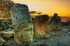 从内姆鲁特火山山的日落, Komagene王国, Adıyaman,土耳其 免版税库存照片