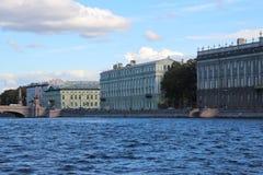 内娃河的花岗岩堤防 圣徒彼得斯堡 俄国 库存照片