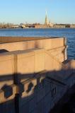 内娃河的花岗岩堤防 库存图片