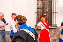 内尔哈,西班牙- 2018 5月04日,由一个小组的民间舞展示peopl 免版税图库摄影