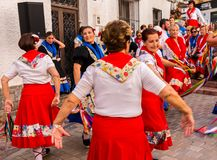 内尔哈,西班牙- 2018 5月04日,由一个小组的民间舞展示peopl 免版税库存照片