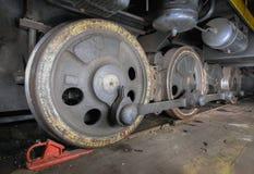 内燃机车关闭的轮子 红色中止块 库存照片