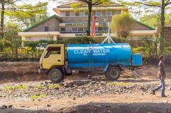 内罗毕,肯尼亚, Afrique-03/01/2018Blue饮用的wat的储水箱 库存照片