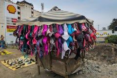 内罗毕,肯尼亚- 2017年9月13日:卖在st的胸罩立场 库存照片
