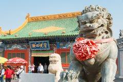 内蒙古,中国- 2015年8月13日:在Xilitu赵的狮子雕象 库存图片