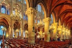 内部其中一个最旧的大教堂在欧洲巴黎圣母院 库存照片
