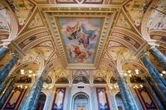 内部其中一个Semper歌剧院的大厅在德累斯顿,德国 免版税库存照片