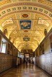 内部其中一间梵蒂冈博物馆的屋子 免版税库存照片