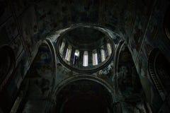 内部和复杂内部绘画一个最旧的教会在全世界上 库存照片