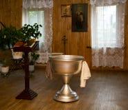 内部和大桶洗礼的在俄国教会里 免版税库存图片