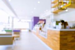 内部咖啡馆咖啡店模糊的背景 库存照片