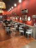内部咖啡馆在购物中心 免版税图库摄影