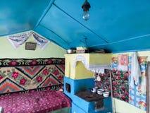 内部土气罗马尼亚房子 免版税库存照片