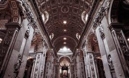内部圣伯多禄的大教堂(圣彼得罗)在罗马 库存图片