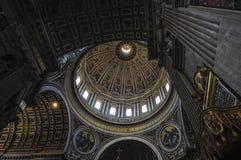 内部圣皮特圣徒・彼得` s大教堂,罗马意大利 图库摄影