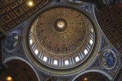 内部圣皮特圣徒・彼得` s大教堂,罗马意大利 库存图片