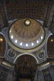 内部圣皮特圣徒・彼得` s大教堂,罗马意大利 免版税库存图片