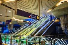 内部地铁车站在迪拜阿拉伯联合酋长国 图库摄影
