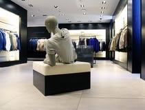 内部女装店 免版税图库摄影